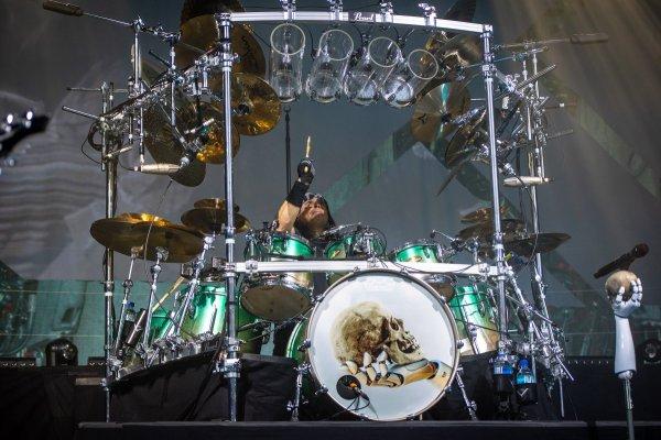 Photo : Rack de batterie de Dream Theater